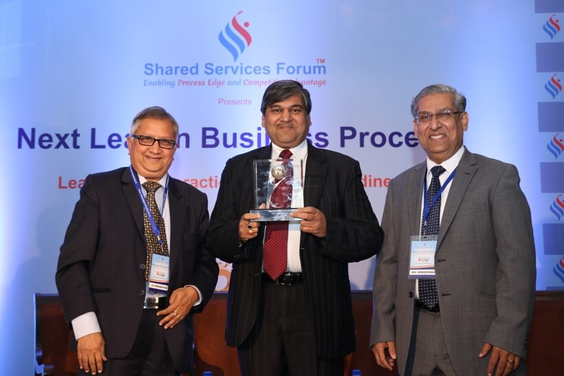 Leadership Interaction Event on India's Readiness for the Next Leap in Business Process - Feb 2016 - Felicitating Mr Rakesh Kumar Gupta, Managing Director, Allianz Cornhill Information Services